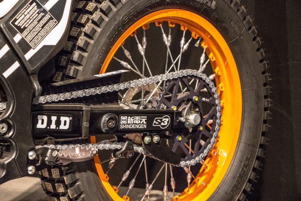achterband van een motorfiets repareren